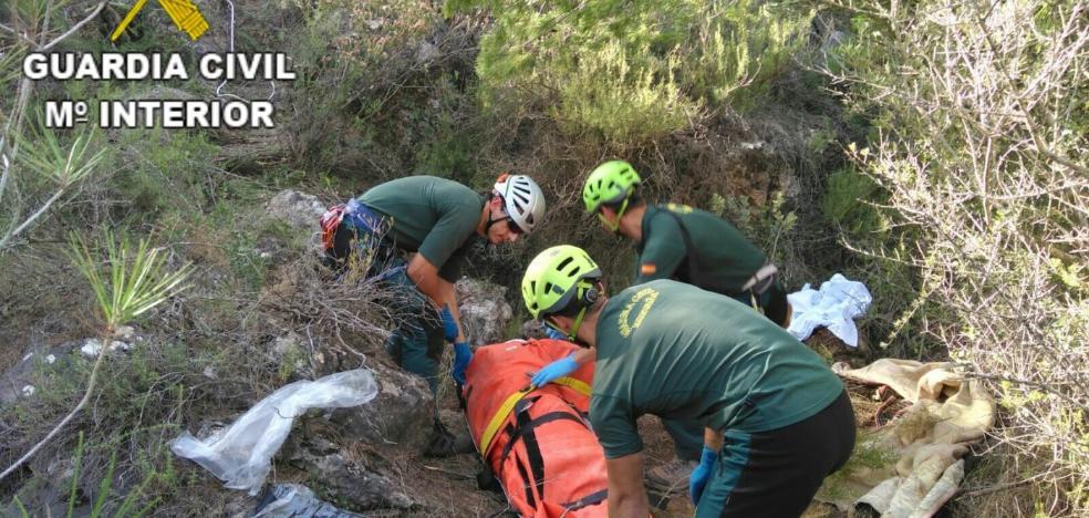 Mueren dos ancianos al despeñarse por un barranco de treinta metros en Beniarrés