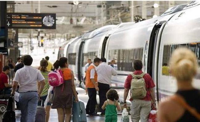 Los trenes AVE y Euromed logran 1,2 millones de viajeros en verano