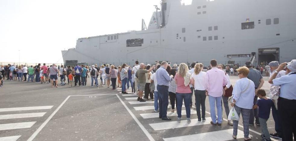 Colas kilométricas para ver la joya de la Armada española