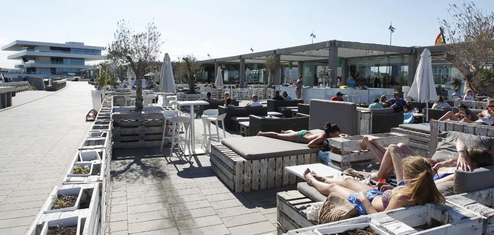 Hosteleros de la Marina de Valencia exigen estar exentos de la ordenanza del ruido