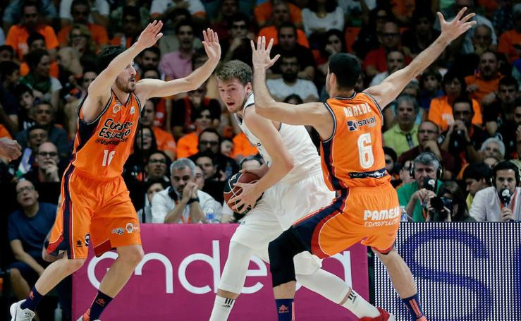 Fotos del partido entre Valencia Basket - Real Madrid (82-86)