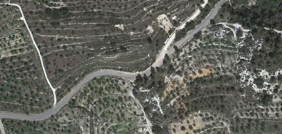 Un motero, herido al caer 7 metros por la ladera de una montaña en El Comtat