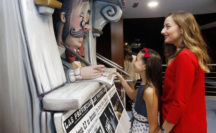 Fotos de la visita de las falleras mayores de Valencia a LAS PROVINCIAS