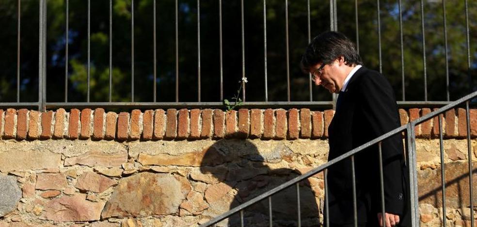 Puigdemont replica a Rajoy que suspendió «el mandato» de crear la República de Cataluña para «dialogar»