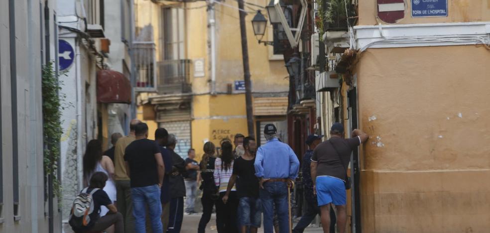 Velluters exige más acciones policiales para frenar la venta de drogas y la prostitución
