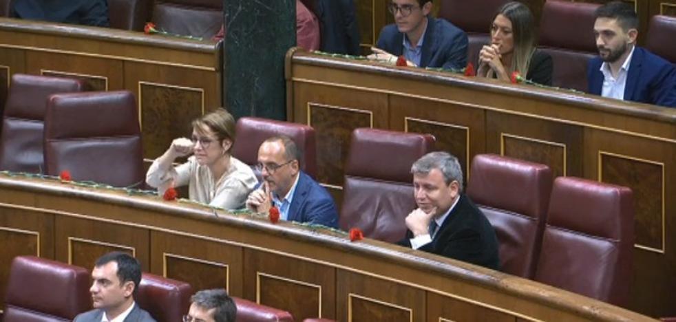 Corte de Mangas de una diputada del PDeCAT a Toni Cantó en el Pleno del Congreso