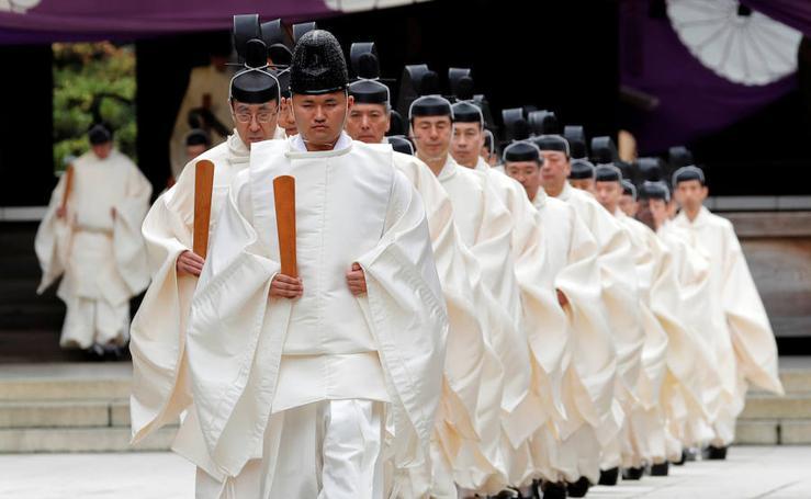 Fotos de un polémico ritual sintoísta en el santuario Yasukuni en Tokio