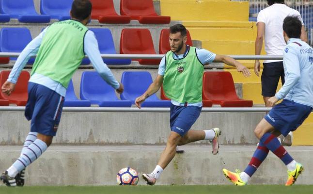 Iván López, operado de la rodilla y Dalmau, fichado por el Atlético Levante