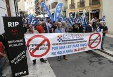 Los policías locales protestan en Valencia contra su nueva ley