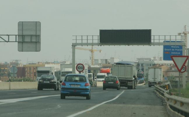Cámaras y paneles de las carreteras, una semana sin reparar tras prometerlo Tráfico