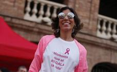 Afectadas por el cáncer de mama desfilan en Valencia