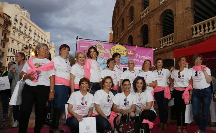 """Fotos del desfile """"Ponte Guapa"""" de Valencia con motivo del Día Internacional contra el cáncer de mama"""
