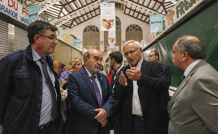 Fotos de la cena en el Mercado Central de los participantes en la cumbre de alcaldes del Pacto de Política Alimentaria Urbana