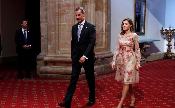 Fotos de la entrega de insignias de los Premios Princesa de Asturias 2017