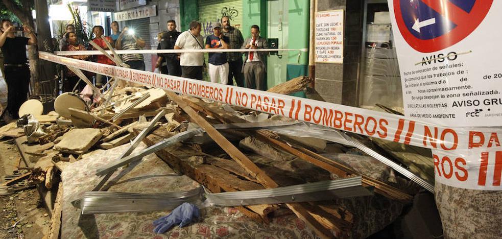 Un edificio de dos alturas se derrumba en la avenida del Puerto de Valencia