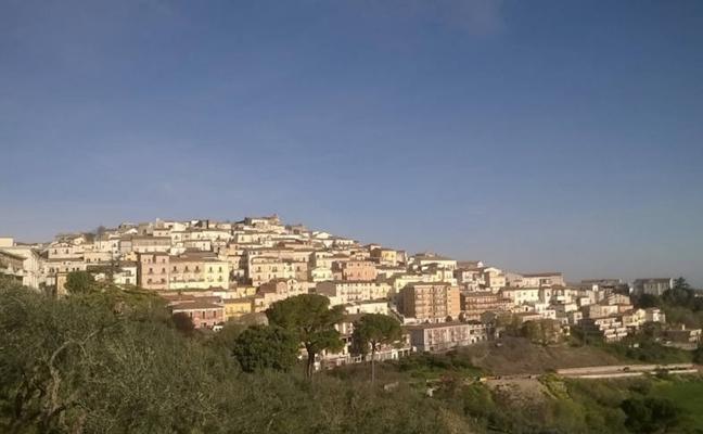 Un alcalde italiano ofrece 2000 euros a cualquiera que se mude a su pequeño pueblo