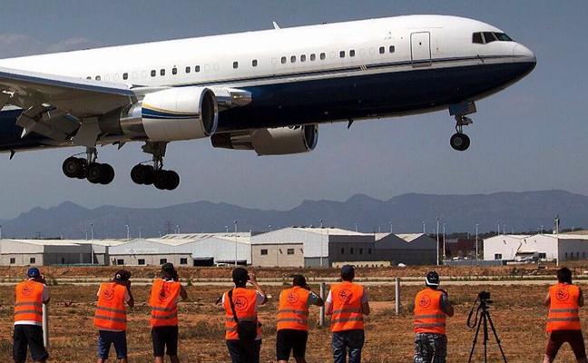 ¿Dónde ver despegar y aterrizar aviones en Manises?
