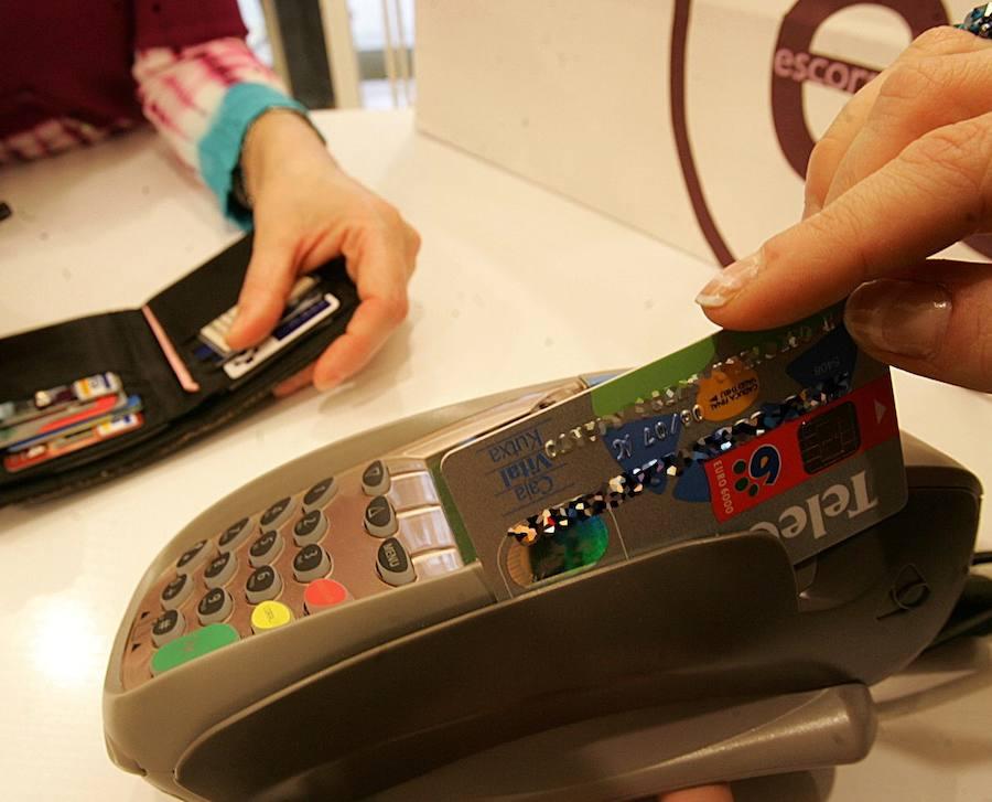 La Generalitat implanta el pago con tarjeta de los tributos que gestiona