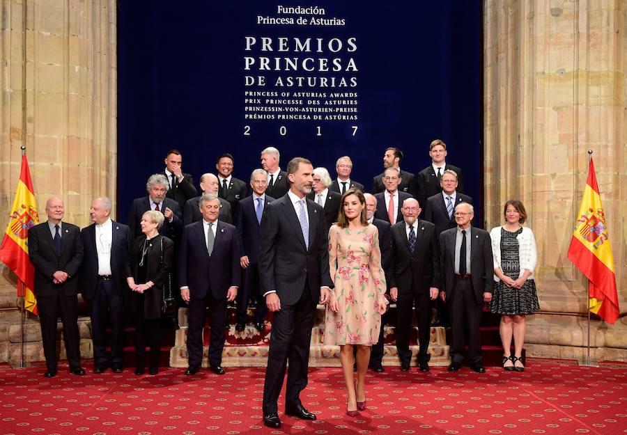 """Fotos de la recepción de los Reyes a los galardonados con el premio""""Princesa de Asturias""""."""