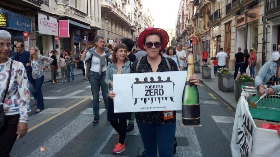 Fotos de la manifestación de Pobreza Zero en Valencia
