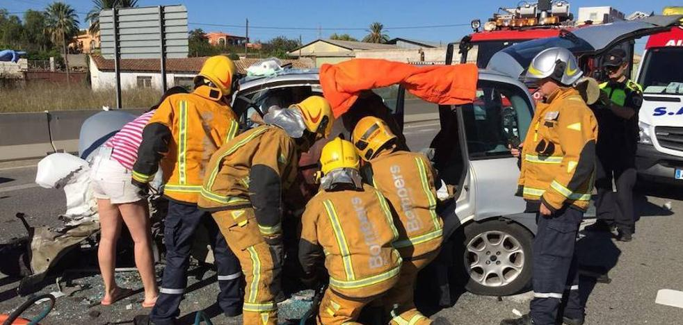Dos personas resultan heridas en un choque frontal de dos vehículos en Ondara