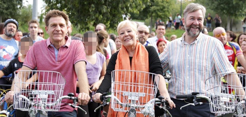Los protagonistas de 'Verano Azul' vuelven a montar en bicicleta en Paterna