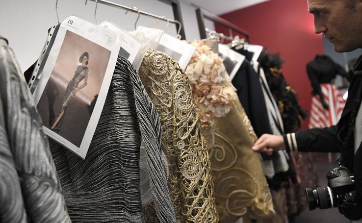 Históricas casas de moda abren las puertas de sus talleres al público en 'Apritimoda' en Milán