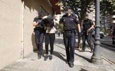 Una mujer mata a cuchilladas a su pareja en Valencia | «Mi novio se muere, pidan una ambulancia»