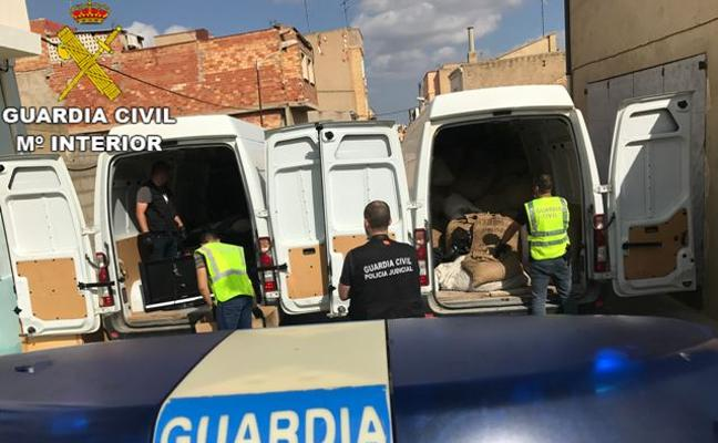 Detenidos 10 adultos y 11 menores de una banda implicada en 100 robos en Valencia