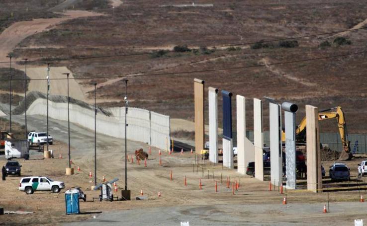 Donald Trump prueba varios modelos para su muro en Tijuana