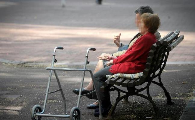 Una anciana tiene que irse a vivir sola para no perder la pensión