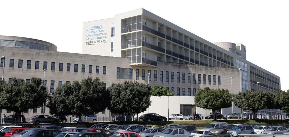 Sanidad comunica al personal de Alzira cómo se integrará en el hospital tras la reversión