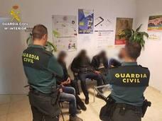 18 inmigrantes llegan en dos pateras a El Campello y Calpe