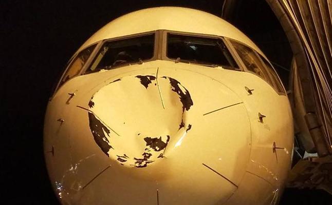 El avión de los Thunder choca en pleno vuelo con un objeto no identificado