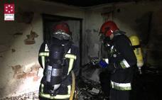 Dos fallecidos, 13 heridos y 40 desalojados por el incendio de un piso de Burriana