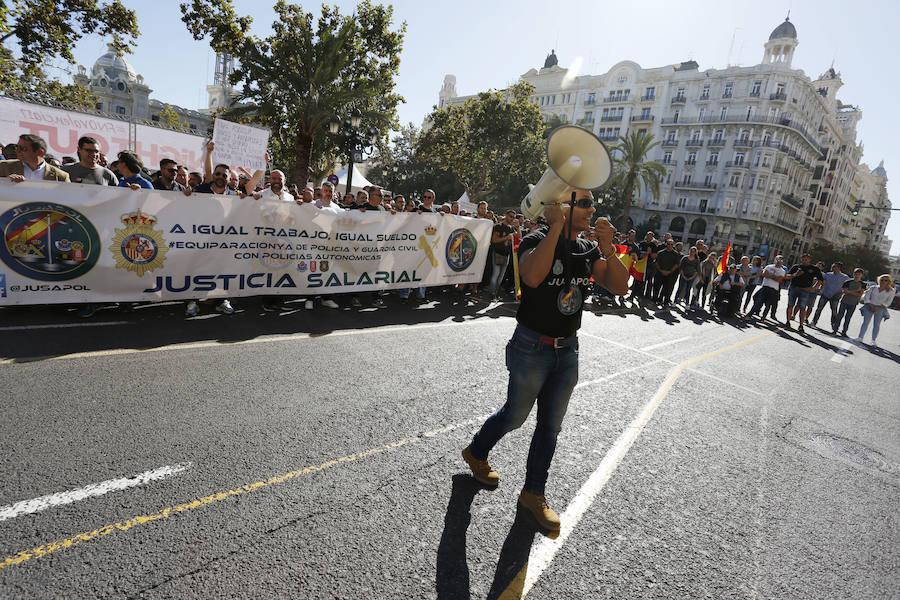 Concentración de policías y guardias civiles para pedir la equiparación salarial