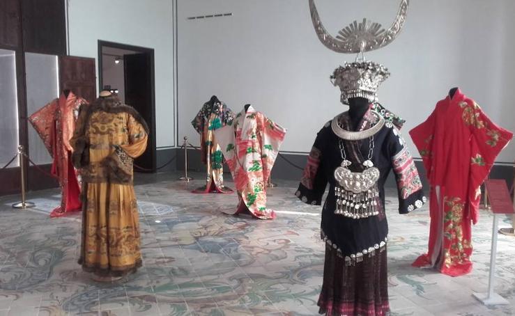Fotos de la exposición de vestidos de la Ruta de la Seda