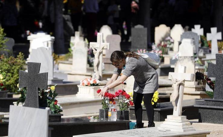 Fotos de los cementerios de Valencia abarrotados por Todos los Santos