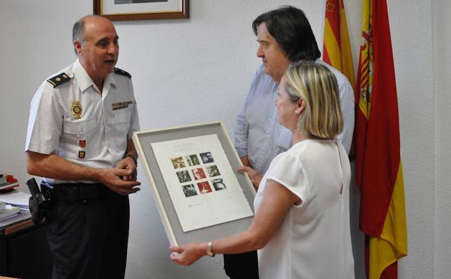 La Policía recupera en un mercadillo un grabado y libros que había sido robados a la familia de un escritor valenciano
