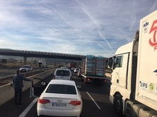 Dos accidentes provocan atascos kilométricos en la Pista de Silla y la A-7
