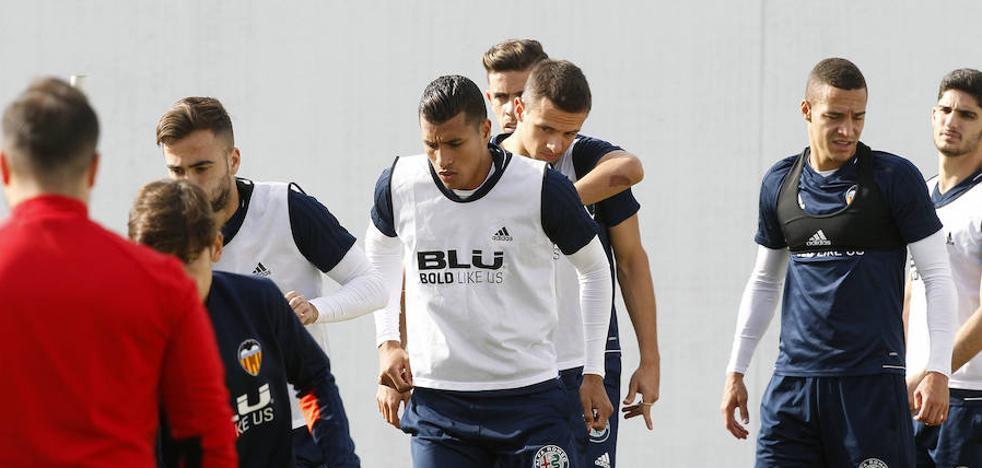 Valencia CF | Santi Mina no sale y Kondogbia vuelve al grupo