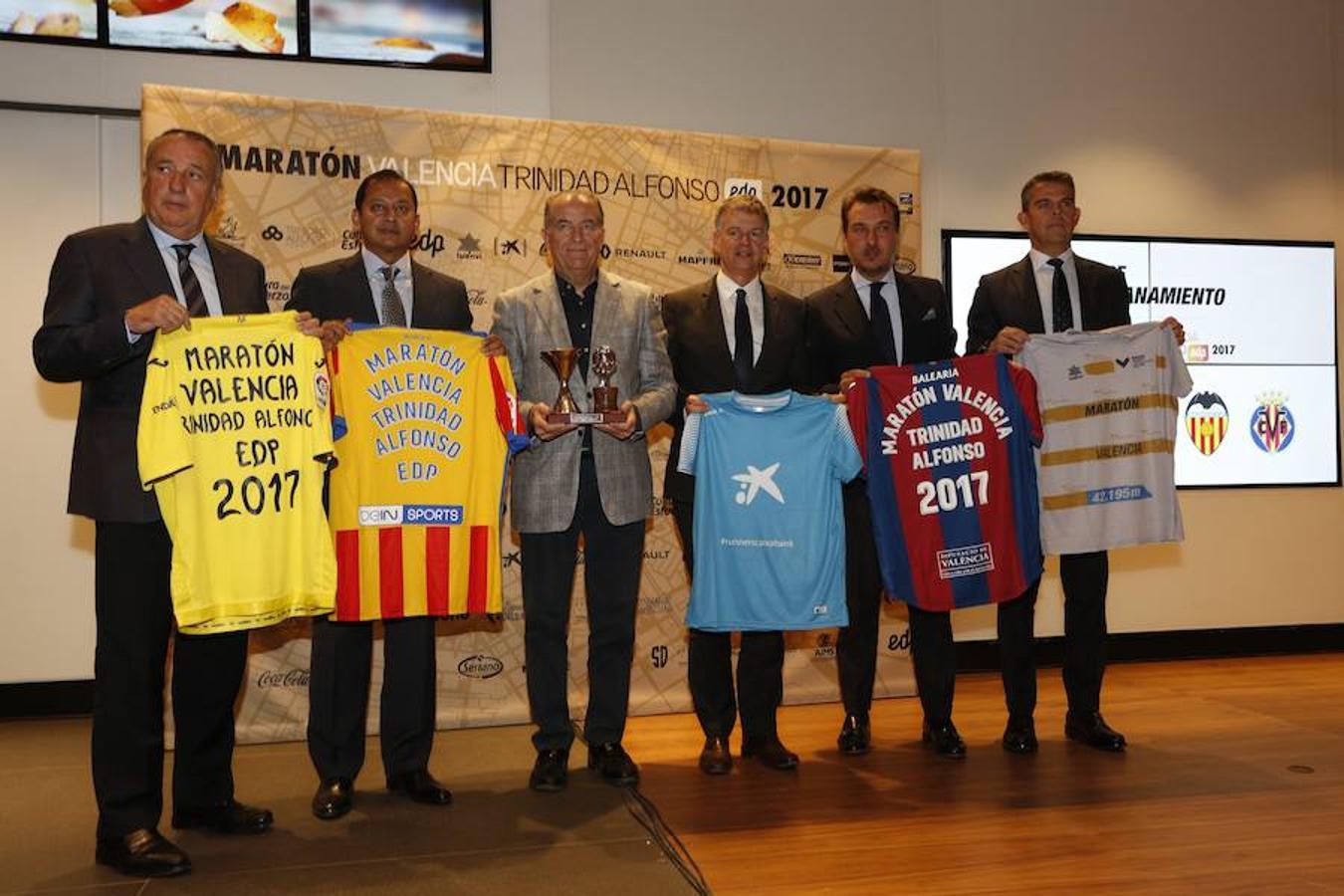 Fotos del acto de hermanamiento del Maratón con los clubes valencianos