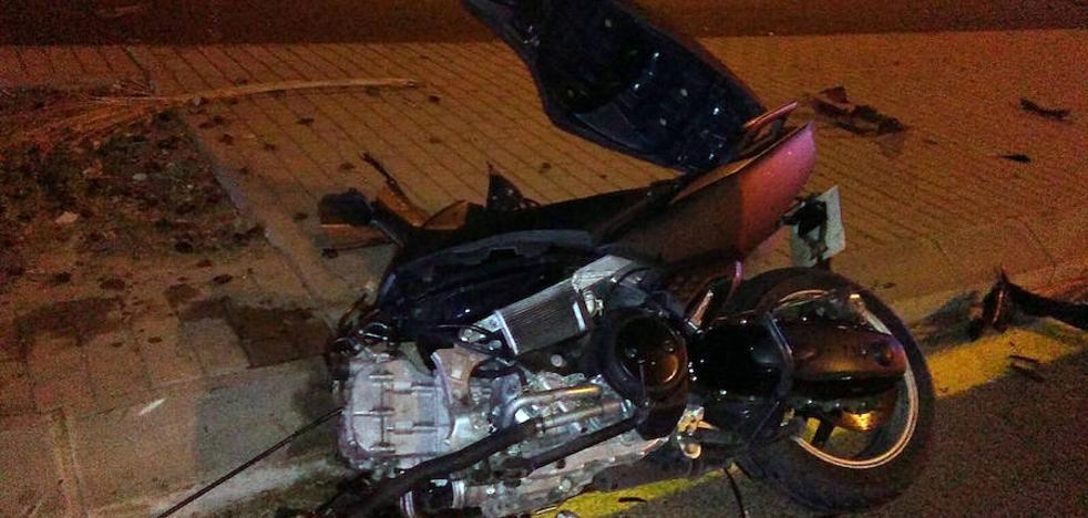 Un motorista muere al estrellarse a 120 kilómetros por hora en Valencia