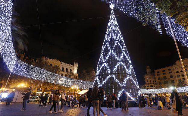 navidad en valencia el rbol de navidad de la plaza del On decoracion navidad valencia