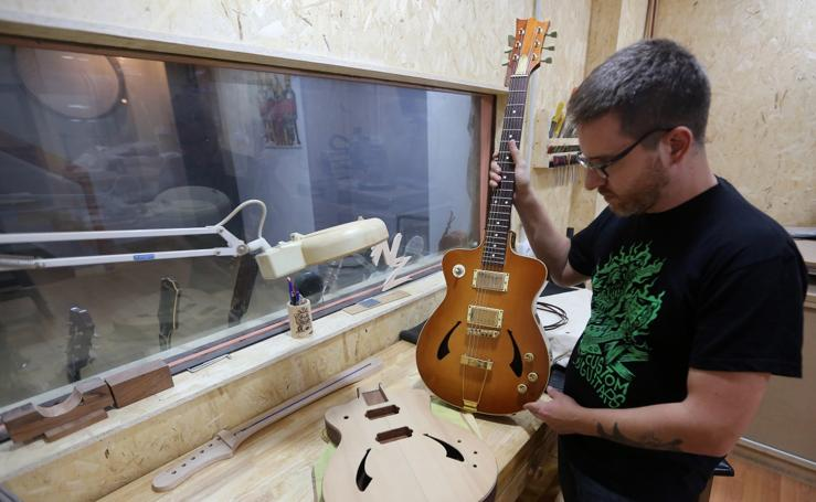Fotos del taller de guitarras Musical Gaspar