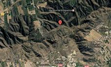 Una lumbalgia obliga a dos excursionistas a dormir en plena montaña con dos bomberos y dos rescatadores