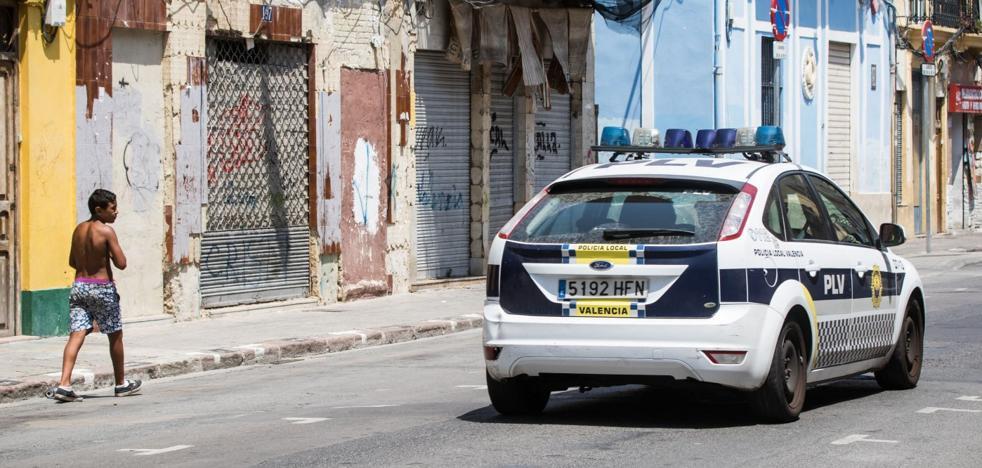 Tres de las cuatro cámaras del retén policial en el Cabanyal no sirven para la vigilancia