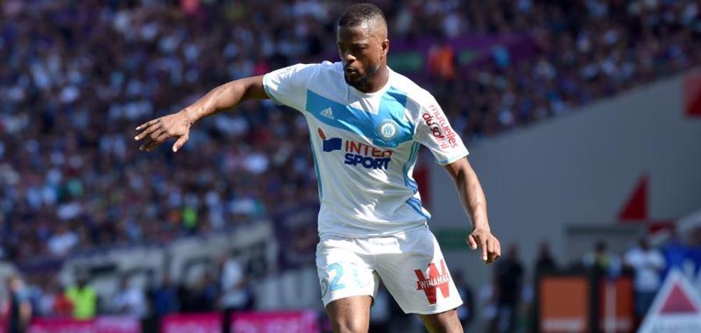 La UEFA suspende a Evra y el Olympique de Marsella le despide
