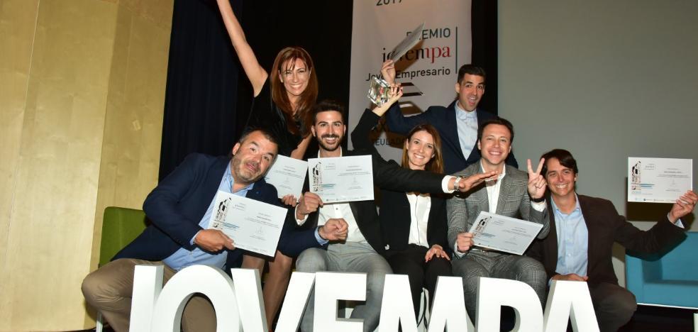 Beatriz Sánchez Serrano gana el premio Joven Empresario 2017 en la gala de Jovempa