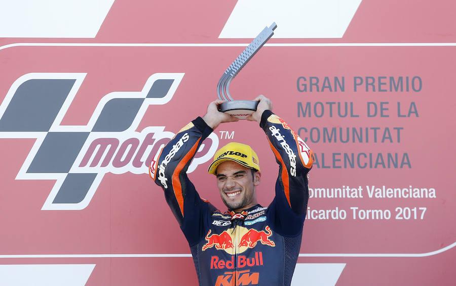 Fotos de la carrera y podio de Moto 2 en el GP de la Comunitat Valenciana